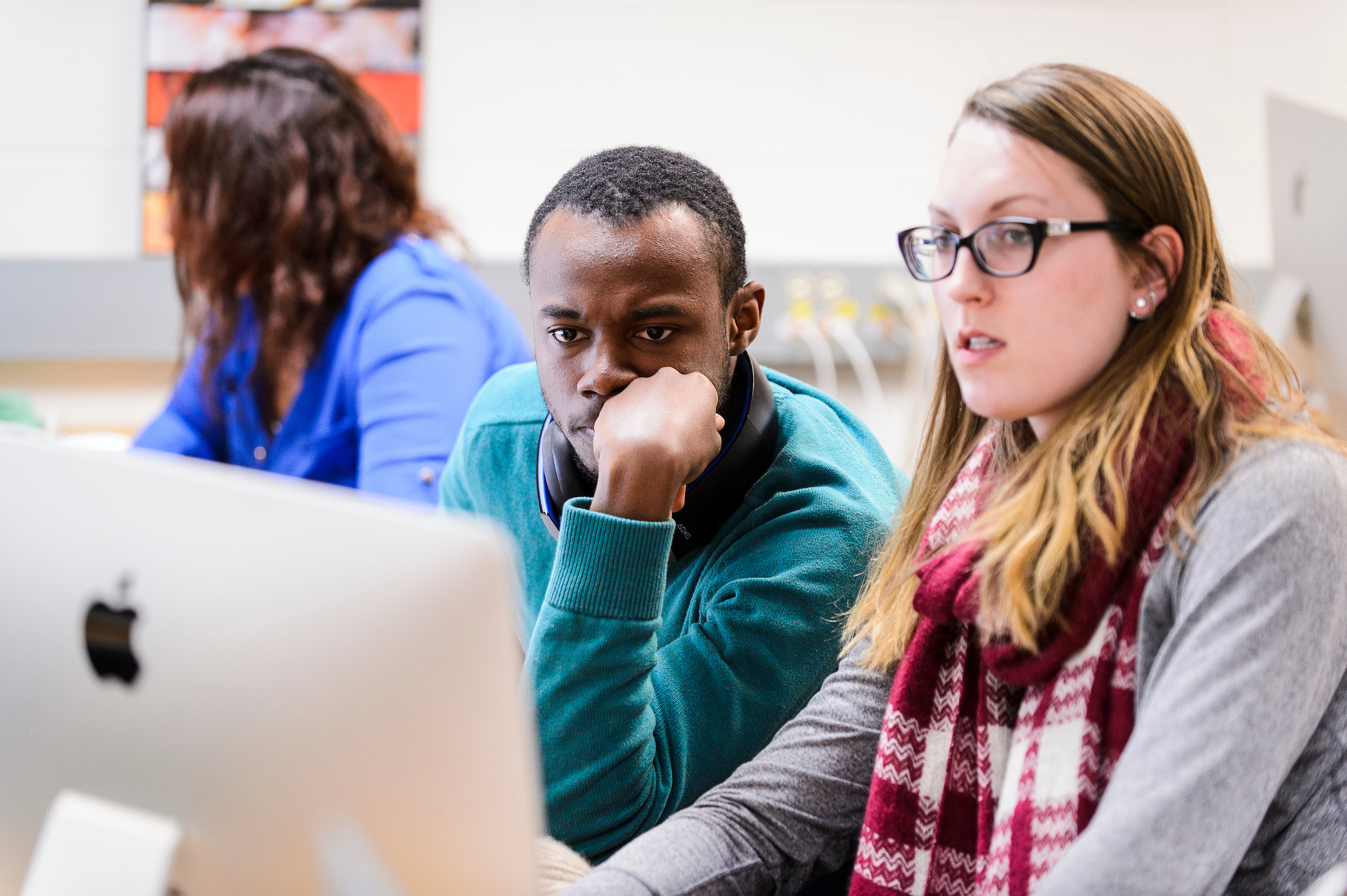 Undergraduate students Dirk Spencer and Keighley Reisenauer work on a project in a computer lab as part of a Genomics and Proteomics class taught by Ahna Skop, associate professor of genetics and life sciences communication, in the Animal Sciences Building at the University of Wisconsin-Madison on Feb. 11, 2016. Skop is one of twelve 2016 Distinguished Teaching Award recipients. (Photo by Jeff Miller/UW-Madison)