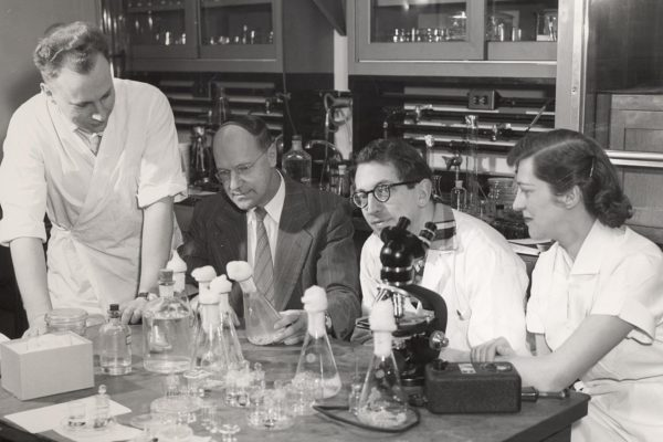 Cancer researchers in the lab in 1956, Pictured, from left to right: Oddvar Nygaard, Harold P. Rusch, Edmund Guttes, Sophie Guttes.